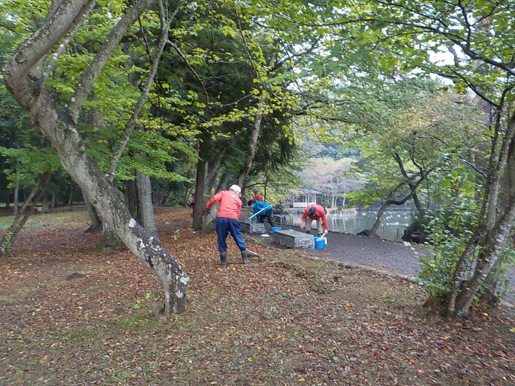 令和3年10月16日(土)乃木公園・大山公園の清掃活動を行いました。